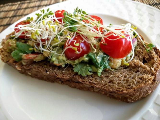 avocado-kikkererwten-salade-lekker-leven