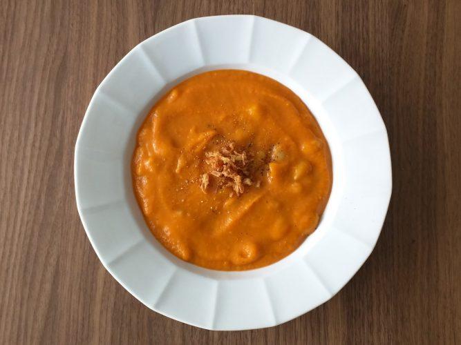 zoete-aardappel-soep-met-witte-bonen