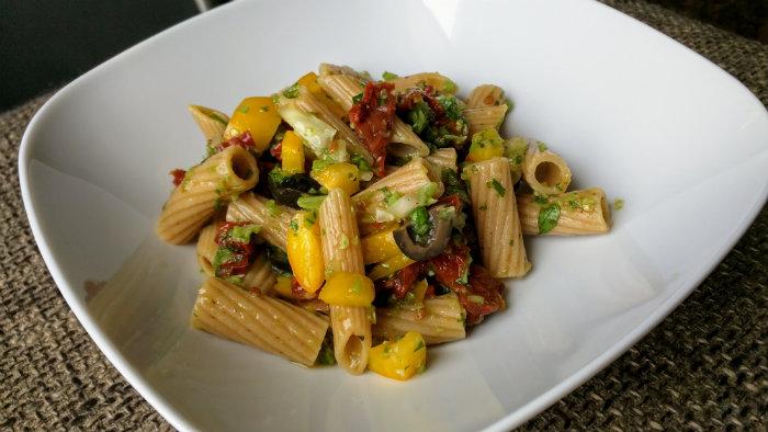 Olievrije pasta met zongedroogde tomaatjes