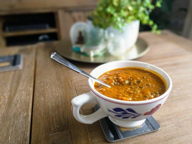 Pompoen en bruine linzen curry